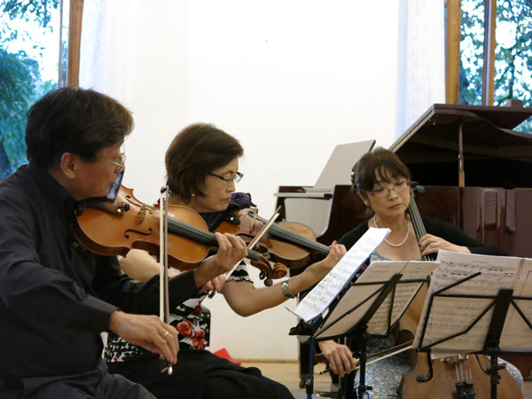 Japanese participants playing chamber music in Bechyně